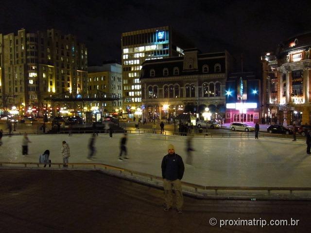 Pista de patinação no gelo próximo a Place D´Youville - Quebec - Canadá