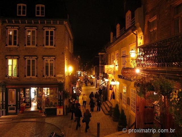 Escalier casse-cou – escada quebra pescoço, que dá acesso à velha Quebec pela Rue du Petit Champlain