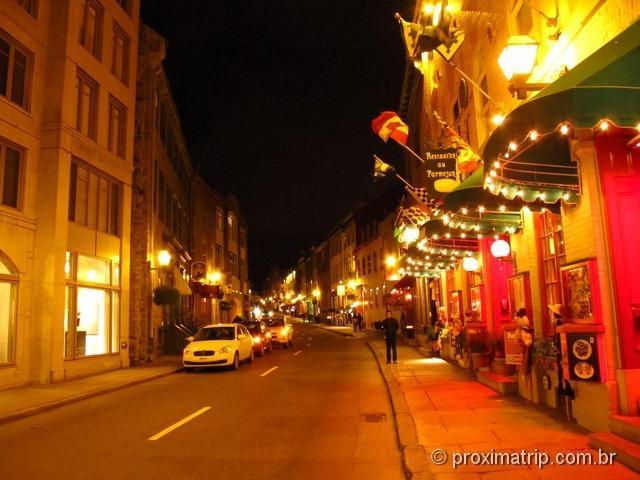 passeio a noite pelas agradáveis ruas de Quebec