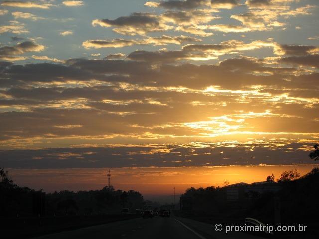 Foto: nascer do sol na BR116 - Presidente Dutra – próximo a São Paulo