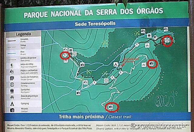 Placa com mapa das trilhas do Parque Nacional da Serra dos Órgãos - sede Teresópolis