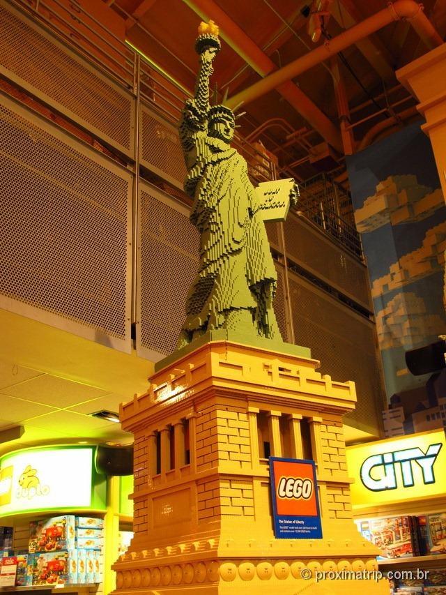 Estátua da Liberdade de Lego - Toys R Us na Times Square - Nova York