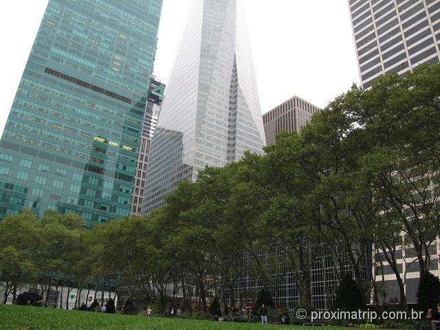 Bryant Park e os prédios imponentes de Nova York