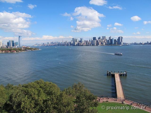 Ellis Island e skyline de Manhattan fotografados da Estátua da Liberdade