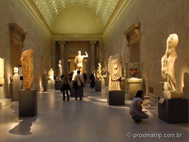 Salão com diversas esculturas da Grécia - Metropolitan Museum of Art - Nova York