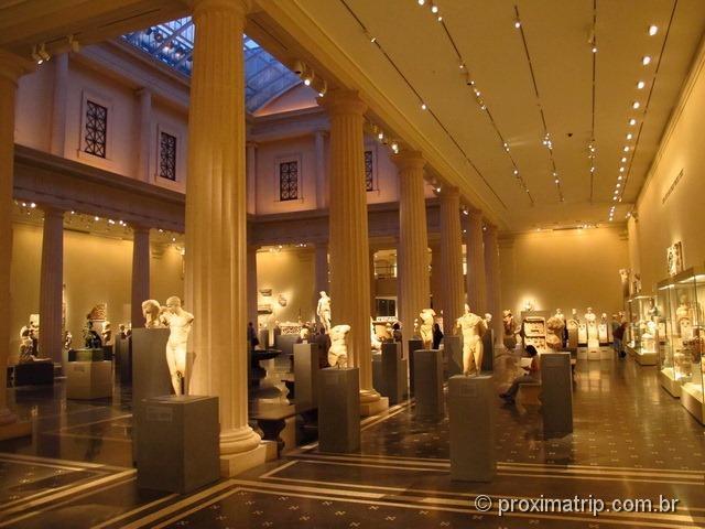 Lindo salão com esculturas da Grécia - Metropolitan Museum of Art - Nova York