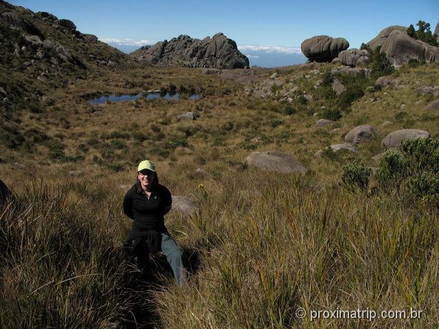 Trilha até Pedra da maçã e Pedra da Tartaruga ao fundo - Parque Nacional do Itatiaia