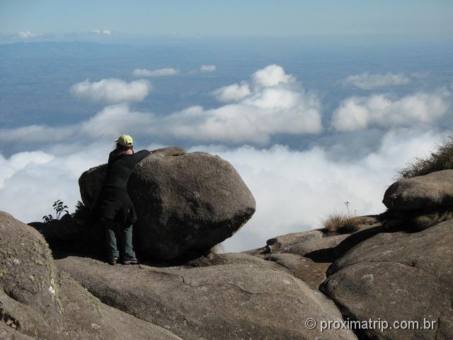 Contemplando o Vale do Paraíba, por sobre as nuvens - Parque Nacional do Itatiaia