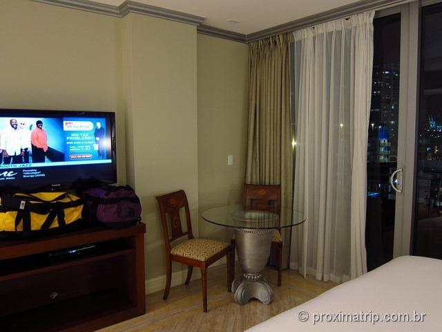 Quarto do Hilton Bentley Miami South Beach - janela e varanda
