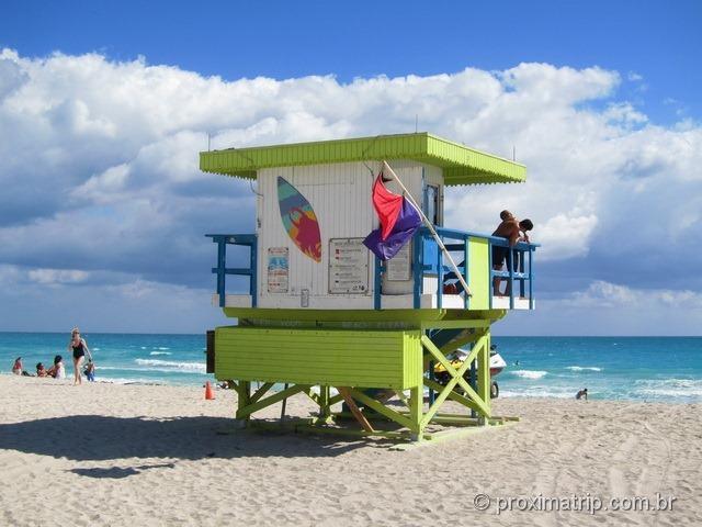Posto Salva Vidas colorido na praia de Miami