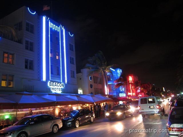 South Beach à noite - Beacon Hotel na Ocean Drive