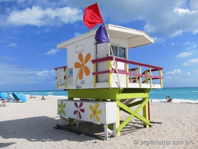 Posto salva-vidas colorido em south beach - Miami