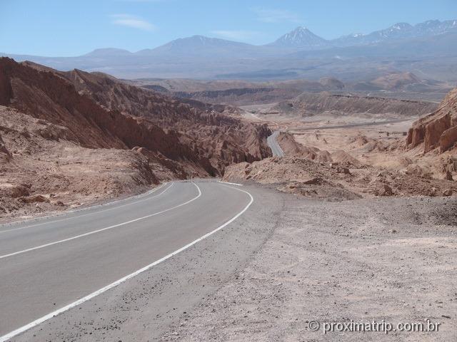 Estrada RN23 - chegando a San Pedro de Atacama, o vale da morte fica à sua esquerda