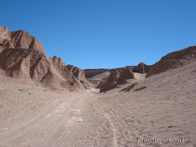 Estrada que corta o Vale da morte - cuidado para não atolar! Deserto do Atacama