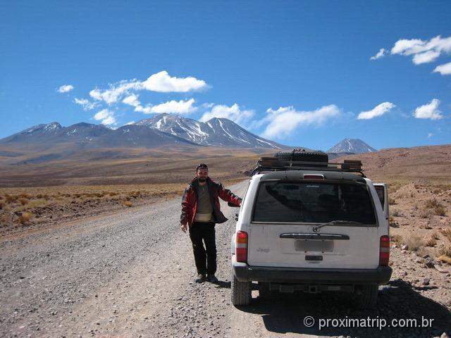 Estrada de ripio - acesso às Lagunas altiplanicas Miscanti e Miñiques - deserto do Atacama