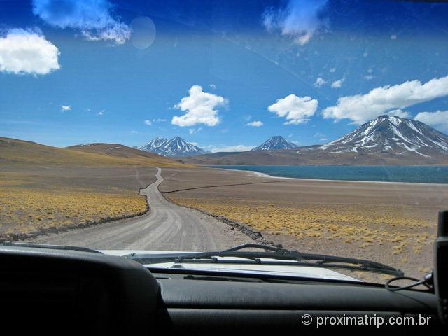 Estrada dentro da reserva nacional Los Flamencos - Lagunas Miscanti e Miñiques