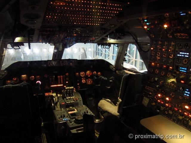 Dentro da cabine do piloto - Boeing 747 - Museu Nacional Aero-espacial - Washington DC