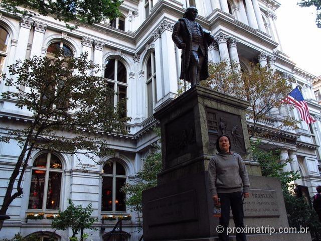 estátua de Benjamin Franklin em frente da primeira escola pública da América - Boston - EUA