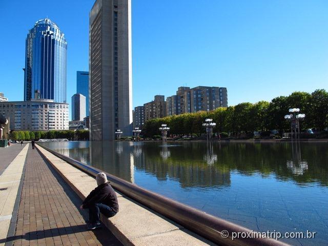 Espelho d'água próximo Prudential Center/Tower
