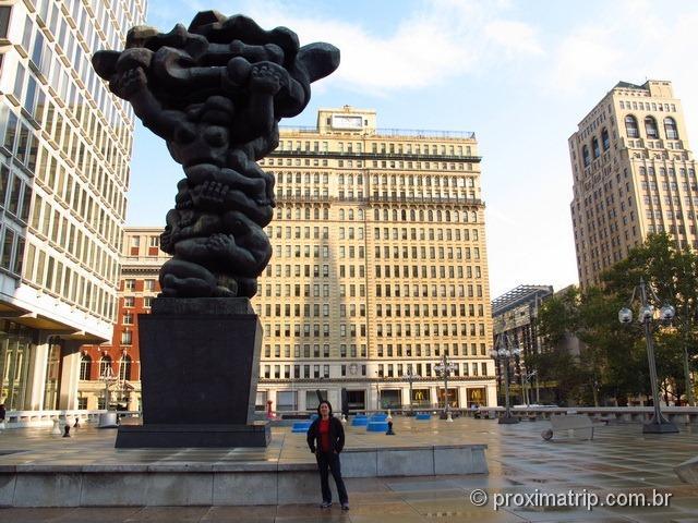 Esculturas gigantes na praça dos Jogos na Philadelphia - Daniel Martinez, Renee Petropoulis, Roger White