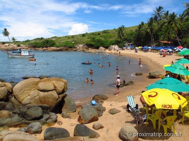 Praia de Calhetas - águas calmas, mas lotada de barraquinhas