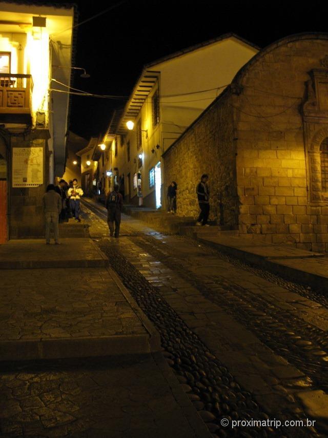 ruas de cuzco a noite