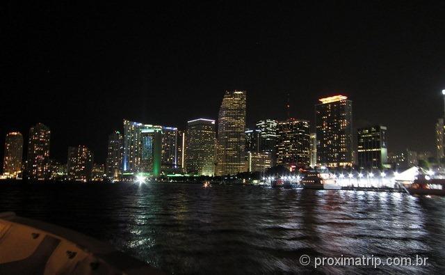 Skyline de Miami - chegando ao Bayside Market Place visto do sightseeing cruise