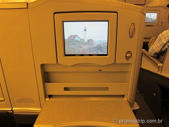 TV LCD - classe executiva da American Airlines - Boeing 777-200