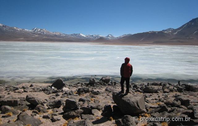 Laguna blanca parcialmente congelada - Reserva Nacional Eduardo Avaroa - Bolívia