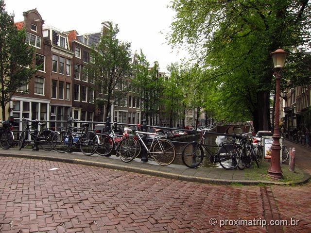 Cenas de Amesterdam - os canais e as bicicletas