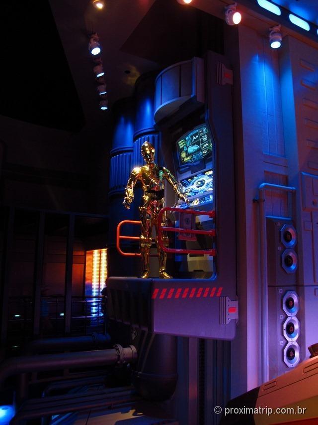 Boneco C3PO fila simulador Star Tour 3D - Disney hollywood studios - Orlando