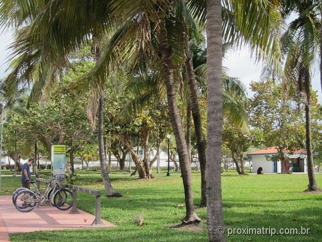 Estação DECOBIKE próxima hotel 1st street aluguel bike bicicletas Miami