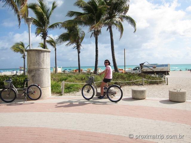 Pedalando em Miami South beach - aceso a praia