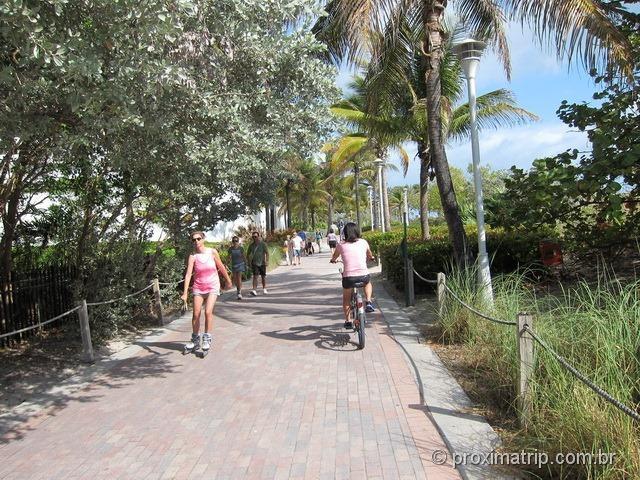 Passeio com bicicleta alugada DECOBIKE em Miami - South beach