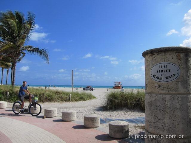 Passeando de bike em Miami South beach - aceso a praia na 21st street