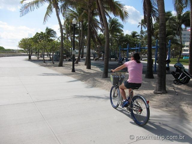 Pedalando bike alugada DECOBIKE Miami South beach