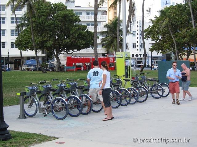Estação de aluguel de bicicletas DECOBIKE - Miami Beach