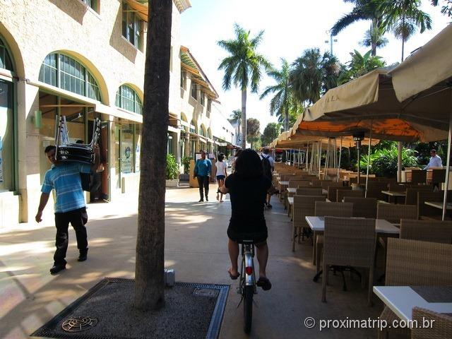 Passeando bicicleta Lincoln Road Miami