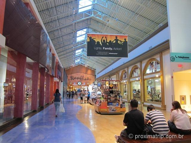 shopping outlet Dolphin Mall por dentro Miami