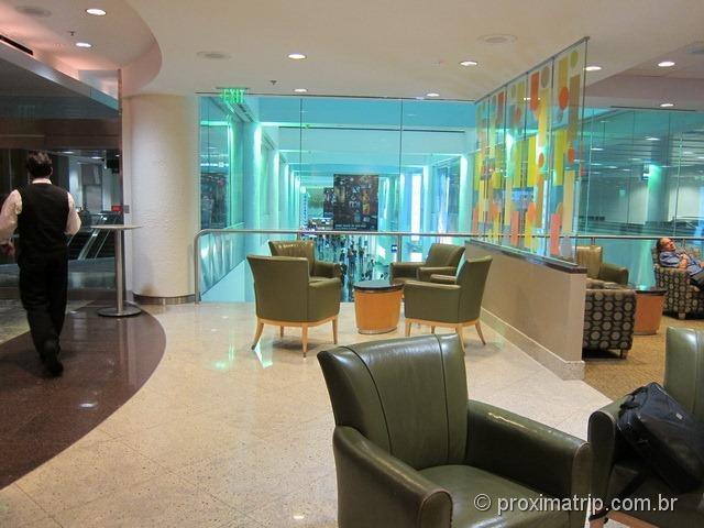 Por dentro da sala VIP Admirals Club (portão D15) no Aeroporto internacional de Miami - MIA