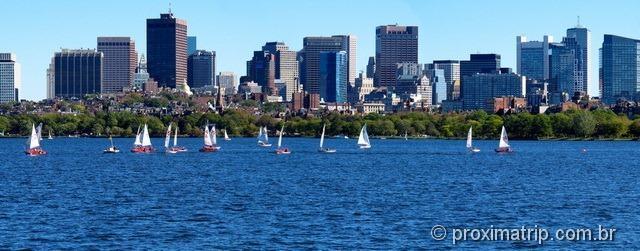Lindo Charles River barcos velas… skyline cidade Boston