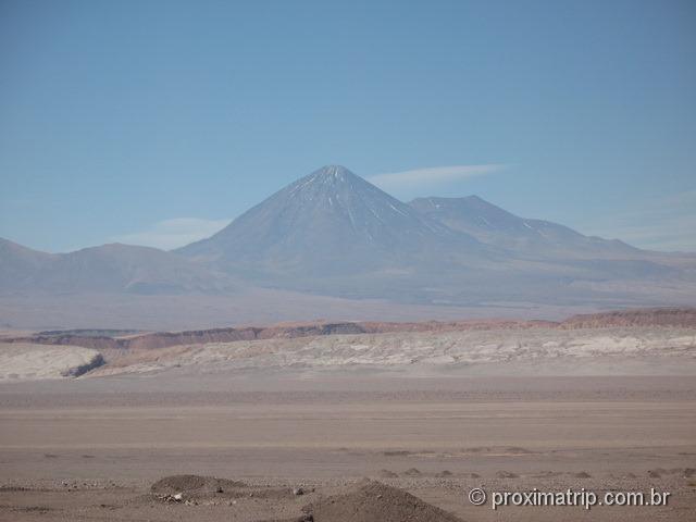 RN23: Vulcão visto no trecho Calama - São Pedro de Atacama