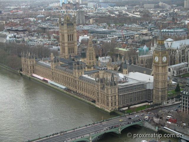 Vista do Parlamento Inglês e Big Ben, de dentro do London Eye