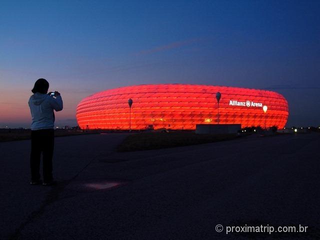 Munique estádio Futebol Allianz Arena vermelho noite