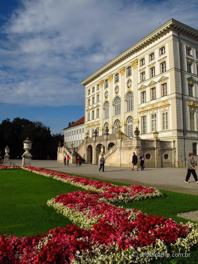 Castelo de Nymphenburg e seu jardins floridos - Munique