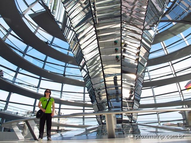 dentro cúpula vidro Reichstag Parlamento Alemão Berlim