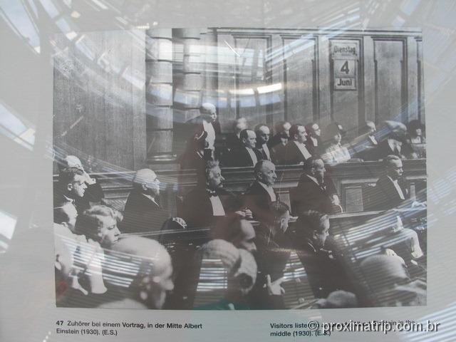 Albert Einstein no Reichstag (1930) - Berlim