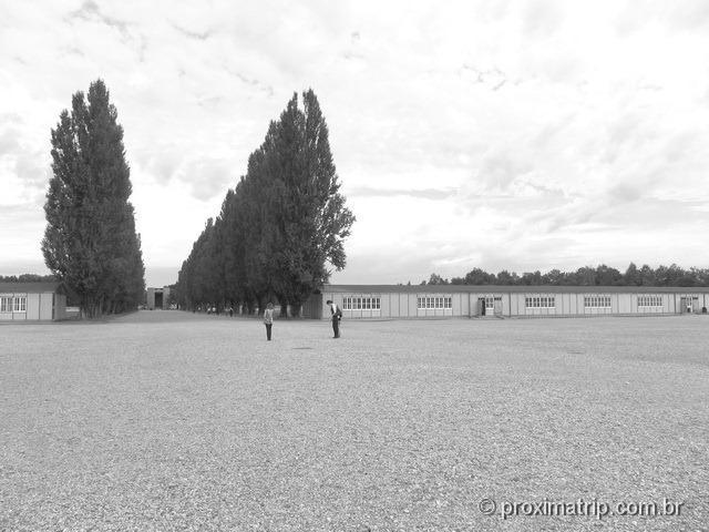 interior do Campo de concentração de Dachau: os barracões