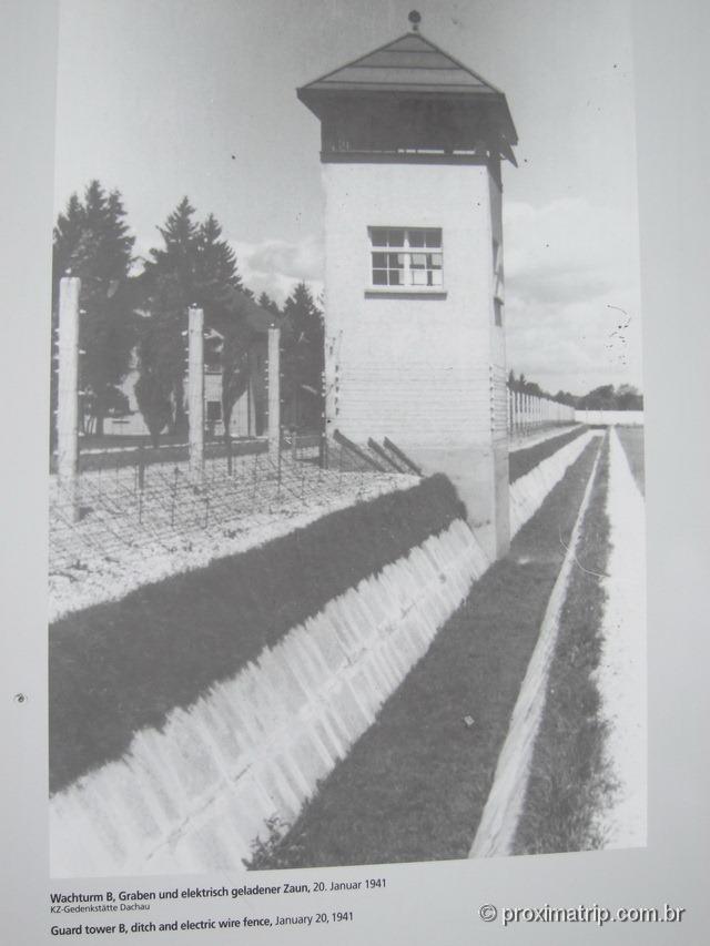 Dachau: a torre de Guarda, a vala e a cerca elétrica… em 1941