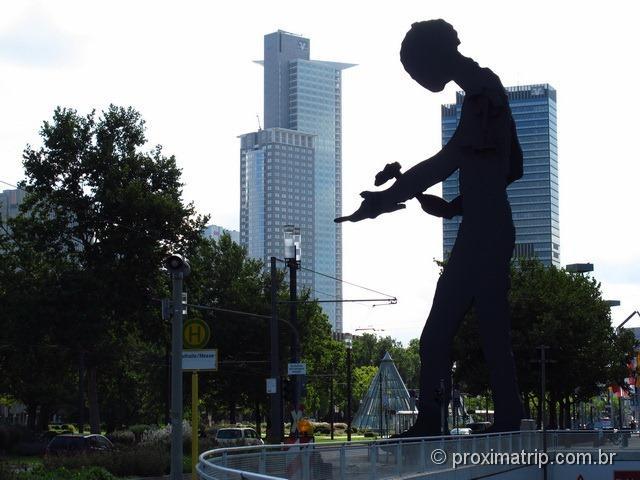 escultura Hammering Man Jonathan Borofsky Frankfurt